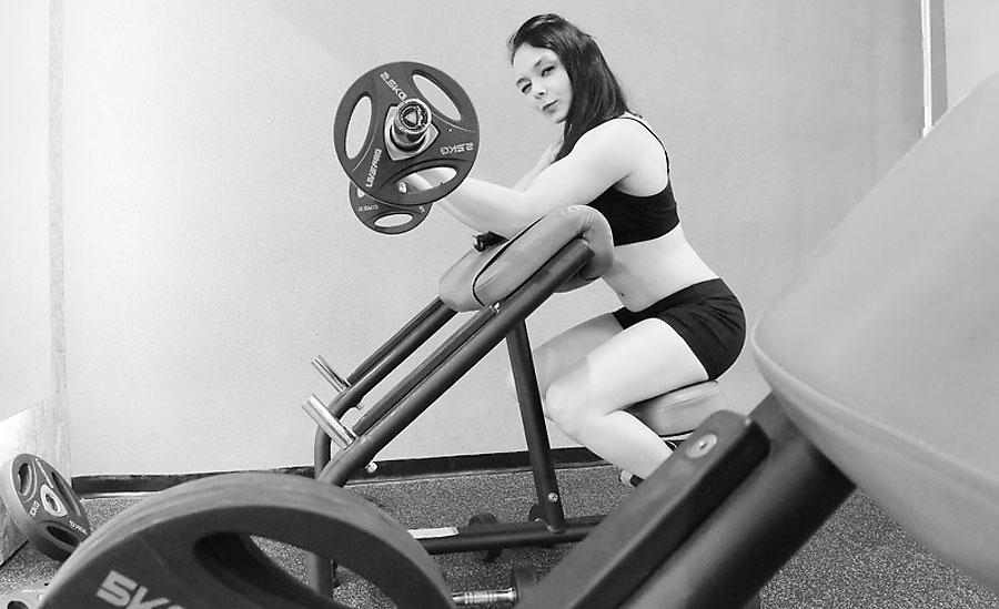 muscular latina camgirl emiliaclarkson