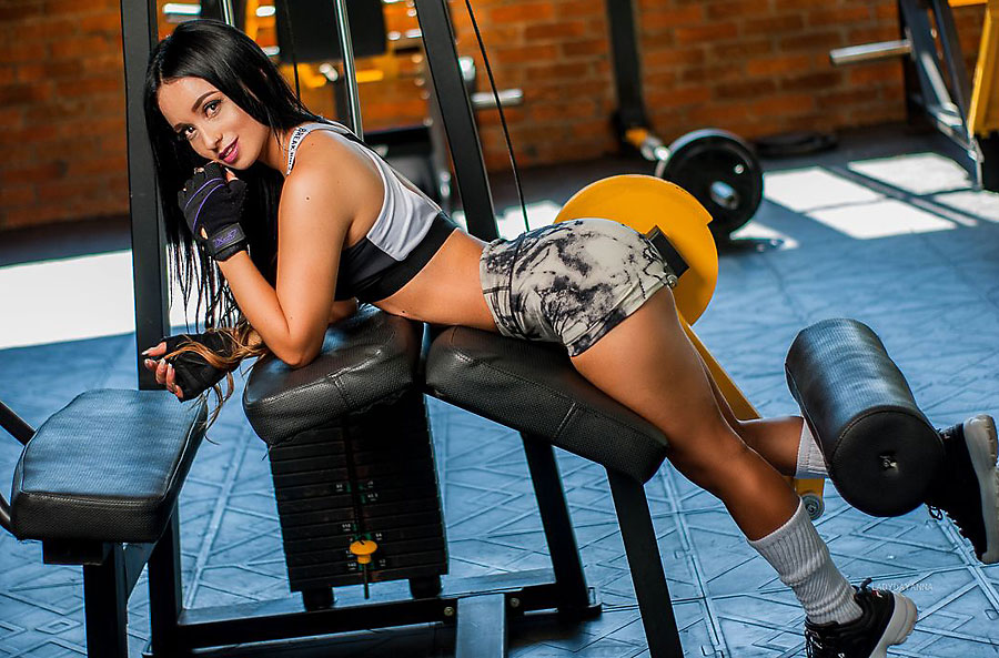 athletic gym addict ladydayanna working out