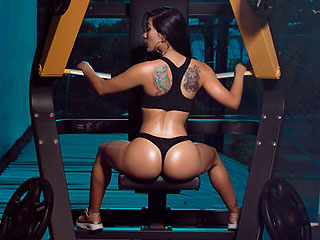 fitness competitor camgirl emilyhawk working out