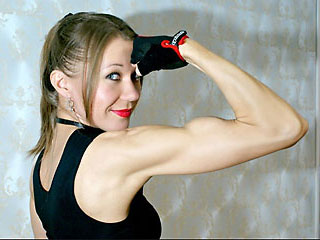 muscular cam milf ladyemotion shows off her biceps