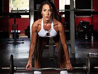 ripped latina milf lolagraci lifting weights