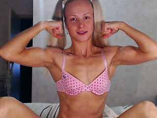slim ukrained camgirl tinnysue flexing muscles